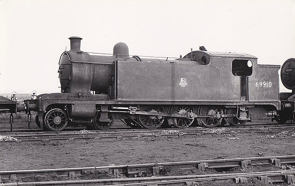 69910 - Worsdell NER Class X LNER Class T1 4-8-0T - built 09/09 by Gateshead Works as NER No.1350 - 12/46 to LNER No.9910, 04/48 to BR No.69910 - 10/59 withdrawn from 50A York North.