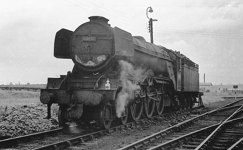 60061 PRETTY POLLY - Gresley LNER Class A3 4-6-2 - built 04/25 by Doncaster Works as LNER No.2560 - 11/46 to LNER No.61, 11/48 to BR No.60061 - 09/63 withdrawn from 34F Grantham.