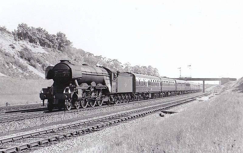 60047 DONOVAN - Gresley LNER Class A3 4-6-2 - built 08/24 by Doncaster Works as LNER No.2546 - 09/46 to LNER No.47, 05/48 to BR No.60047 - 04/63 withdrawn from 34E New England - seen here at Sandy.