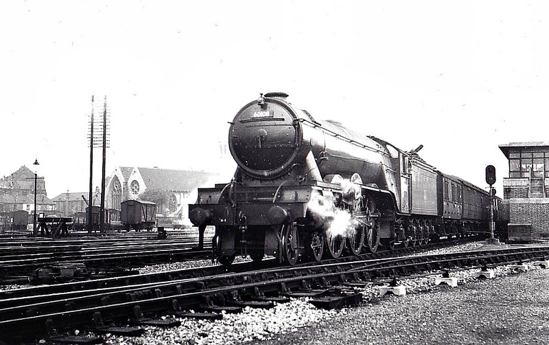 60108 GAY CRUSADER - Gresley LNER Class A3 4-6-2 - built 06/23 by Doncaster Works as GNR No.1477 - 06/25 to LNER No.4477, 05/46 to LNER No.108, 03/49 to BR No.60108 - 10/63 withdrawn from 36A Doncaster, where seen 07/50.