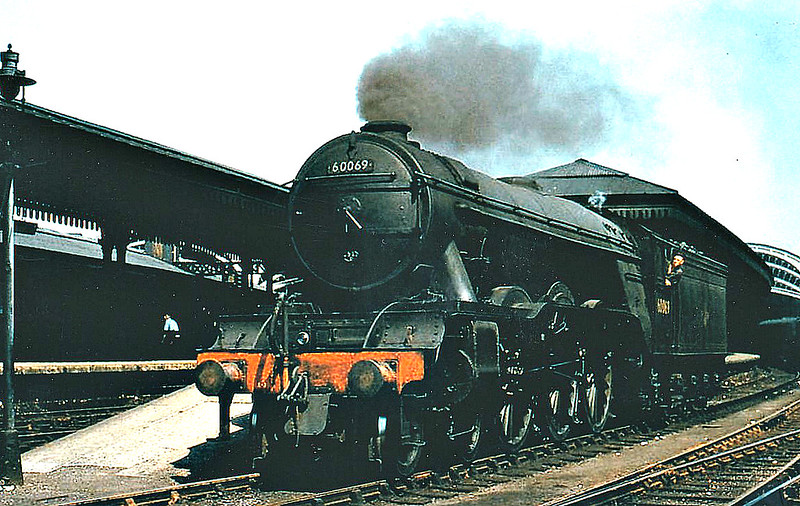 60069 SCEPTRE - Gresley LNER Class A3 4-6-2 - built 09/24 by North British Loco Co. as LNER No.2568 - 11/46 to LNER No.69, 03/48 to BR No.60069 - 10/62 withdrawn from 56B Ardsley - seen here at York in 1959.