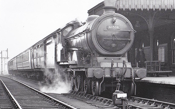 61538 - Holden/Gresley GER/LNER Class B12 4-6-0 - built 07/15 by Stratford Works. as GER No.1538 - 01/24 to LNER No.8538, 05/46 to LNER No.1538, 08/49 to BR No.61538 - 01/57 withdrawn from 35C Peterborough Spital Bridge - seen here at Grantham, 05/50.
