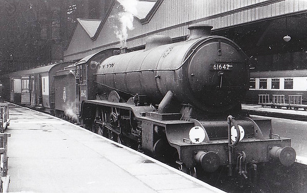 61642 KILVERSTONE HALL - Gresley LNER Class B17 4-6-0 - built 05/33 by Darlington Works as LNER No.2842 - 09/46 to LNER No.1642, 01/49 to BR No.61642 - 01/59 withdrawn from 31A Cambridge - seen here at Liverpool Street.