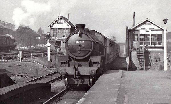 61097 - Thompson LNER/BR Class B1 4-6-0 - built 11/46 by North British Loco Co. as LNER No.1097 - 03/49 to BR No.61097 - 01/65 withdrawn from 34E New England - seen here passing between Finsbury Park Signalboxes Nos.5 & 6.