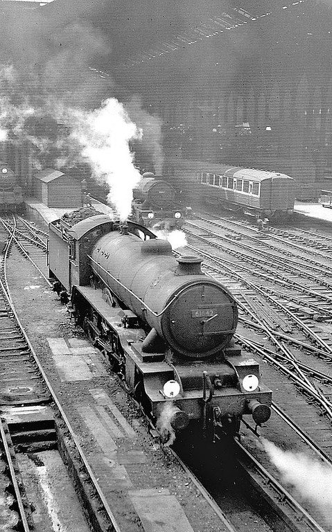 61642 KILVERSTONE HALL - Gresley LNER Class B17 4-6-0 - built 05/33 by Darlington Works as LNER No.2842 - 09/46 to LNER No.1642, 01/49 to BR No.61642 - 01/59 withdrawn from 31A Cambridge - seen here at Liverpool Street, 07/58.