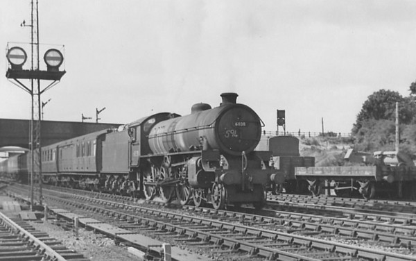 61138 - Thompson LNER/BR Class B1 4-6-0 - built 03/47 by North British Loco Co. as LNER No.1138 - 12/48 to BR No.61160 - 01/65 withdrawn from 34E New England, to Departmental No.26 - 11/67 withdrawn - see here at Huntingdon North, 08/52.