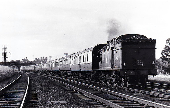 69537 - Gresley GNR/LNER Class N2 0-6-2T - built 03/21 by North British Loco Co., Works No.22614, as GNR No.1758 - 05/24 to LNER No.4758, 08/46 to LNER No.9537, 08/48 to BR No.69537 - 04/59 withdrawn from 34B Hornsey - seen here on the Up Flying Scotsman (complete with headboard!) sometime in the mid-1950's I should guess. Evidently the Pacific had failed and they must have been really short of locos!