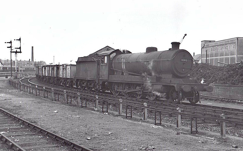 63613 - Robinson GCR Class O4/8 2-8-0 - built 02/14 by Gorton Works as GCR No.388 - 02/24 to LNER No.5388, 04/46 to LNER No.3613, 10/48 to BR No.63613 - 07/65 withdrawn from 36A Doncaster, where seen.