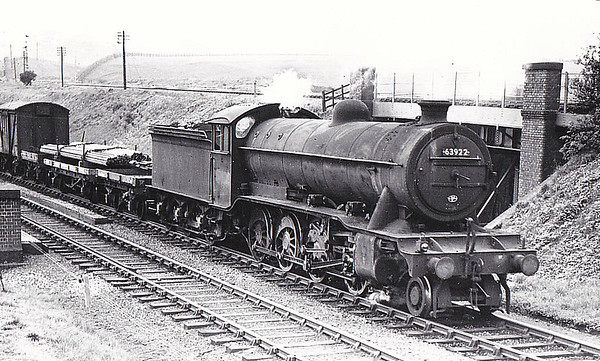 63922 - Gresley GNR/LNER Class O2 2-8-0 - built 04/21 by North British Loco Co. as GNR No.477 - 07/25 to LNER No.3477, 09/46 to LNER No.3922, 12/49 to BR No.63922 - 11/62 withdrawn from 34F Grantham - seen here at Kirkby in Ashfield, 05/53.