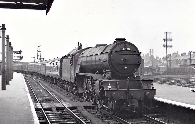 60800 GREEN ARROW - Gresley LNER Class V2 2-6-2 - built 06/36 by Doncaster Works as LNER No.4771 - 11/46 to LNER No.800, 02/49 to BR No.60800 - 08/62 withdrawn from 34A Kings Cross  - seen here at Peterborough North, 08/60.