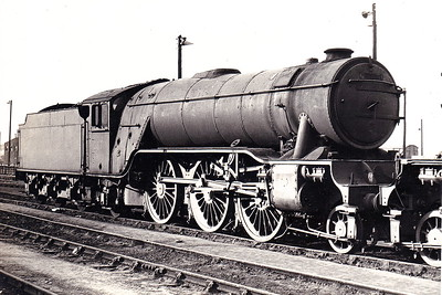 60877 - Gresley LNER Class V2 2-6-2 - built 06/40 by Doncaster Works as LNER No.4848 - 05/46 to LNER No.877, 06/48 to BR No.60877 - 02/66 withdrawn from 50A York North, where seen after withdrawl in March 1966.