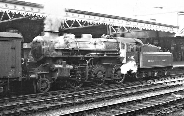 43032 - Ivatt LMS/BR Class 4MT 2-6-0 - built 04/49 by Horwich Works - 01/65 withdrawn from 40E Colwick.