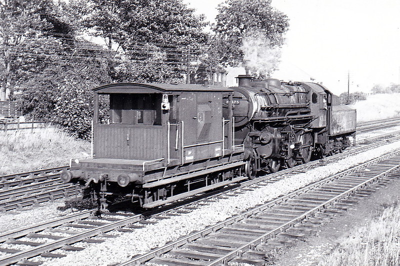 43125 - Ivatt LMS Class 4MT 2-6-0 - built 09/51 by Horwich Works - 09/67 withdrawn from 55E Normanton - seen here engine and brake at Knottingley in September 1963.