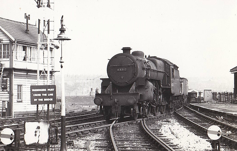 42717 - Hughes LMS Class 5F Crab 2-6-0 - built 05/27 by Horwich Works as LMS No.13017 - 04/34 to LMS No.2717, 03/49 to BR No.42717 - 10/64 withdrawn from 24B Rose Grove.