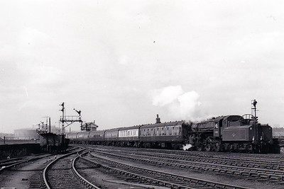 43033 - Ivatt LMS Class 4MT 2-6-0 - built 05/49 by Horwich Works - 03/68 withdrawn from 10D Lostock Hall - seen here at Leeds Central on ECS duties in April 1967.