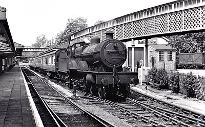 41154 - Fowler LMS Compound Class 4-4-0 - built 09/25 by North British Loco Co. as LMS No.1154 - 09/48 to BR No.41154 - 08/55 withdrawn from 19G Trafford Park - seen here at Marple, 05/53.