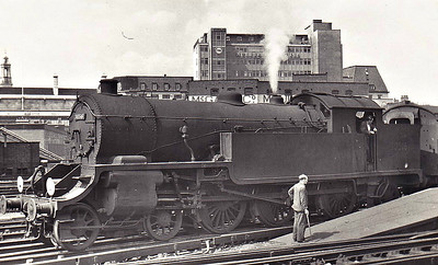 30516 - Urie LSWR/SR Class H16 4-6-2T - built 11/21 by Eastleigh Works as LSWR No.516 - 10/49 to BR No.30516 - 11/62 withdrawn from 70B Feltham - seen here at Waterloo, 08/61.