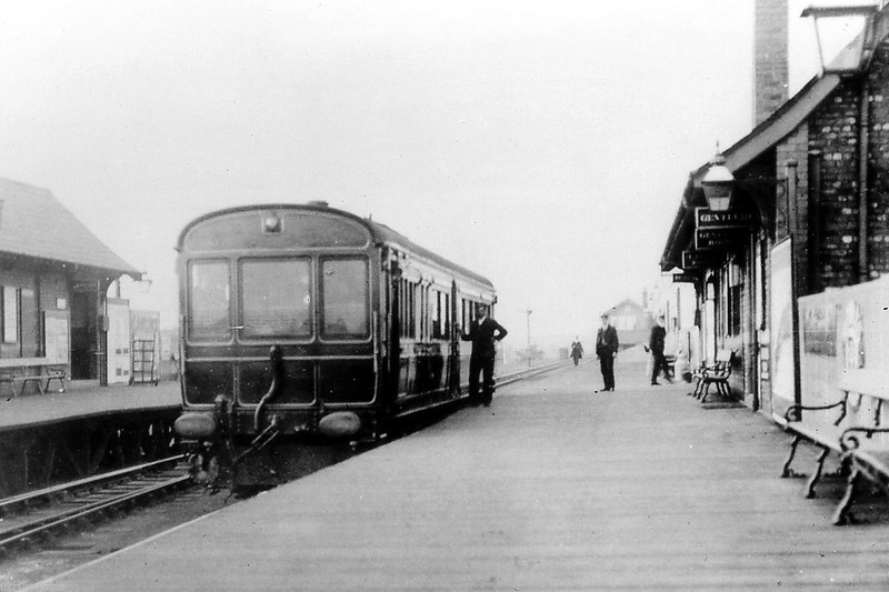 Great Central Railway steam (?) railcar at Neston & Parkgate Station sometime after 1904. I have been unable to find nothing out about it so far except that the GCR had 3 built in 1904/5 which were withdrawn in 1914.