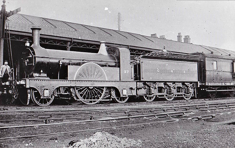 37 - Stirling GNR No.6 Class 2-2-2 - built 06/1870 by Doncaster Works - withdrawn 07/05 from Grantham MPD - seen here in Grantham Station.