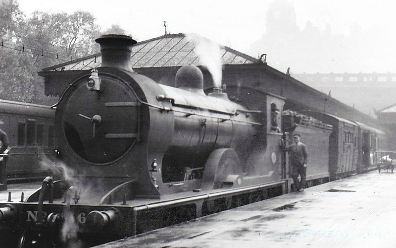 360 GUY MANNERING - Reid Class J 'Scott' Class 4-4-0 - built 12/11 by Cowlairs Works - 1924 to LNER No.9360, 1946 to LNER No.2413, 03/49 to BR No.62413 - 08/50 withdrawn from 64B Haymarket - seen here at Edinburgh Waverley.