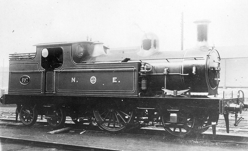957 - Fletcher NER Class 947 0-4-4BT - built 1874 by Neilson & Co. - 04/03 rebuilt to 2-2-4T, based at Hull Botanic Gardens MPD for hauling District Superintendent's Saloon - 1937 withdrawn - last single-driver in normal traffic in Britain - seen here before 1917 when the tanks were heightened.