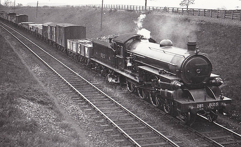 825 - Raven NER Class S2 LNER Class B15 4-6-0 - built 03/13 by Darlington Works - 02/44 withdrawn from Hull Dairycoates MPD - seen here near Darlington in 1923 - built with experimental Stumpf Uniflow Cylinder System - 03/24 rebuilt to standard form.