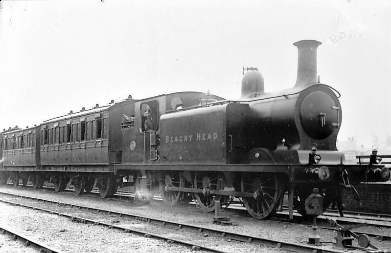 469 BEACHY HEAD - Billinton LBSCR Class E4 0-6-2T - built 05/1898 by Brighton Works - 1931 to SR No.2469, 07/49 to BR No.32469 - 10/61 withdrawn from 75E Three Bridges.