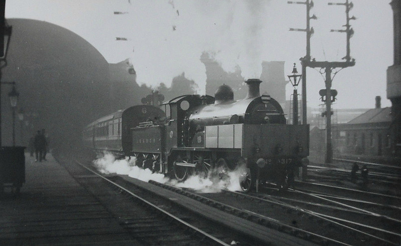 317 GERALD LODER - Billinton LBSCR Class B2 4-4-0 - built 06/1896 by Brighton Works - 10/08 rebuilt to Class B2X - 06/29 withdrawn - note indicator shelters.