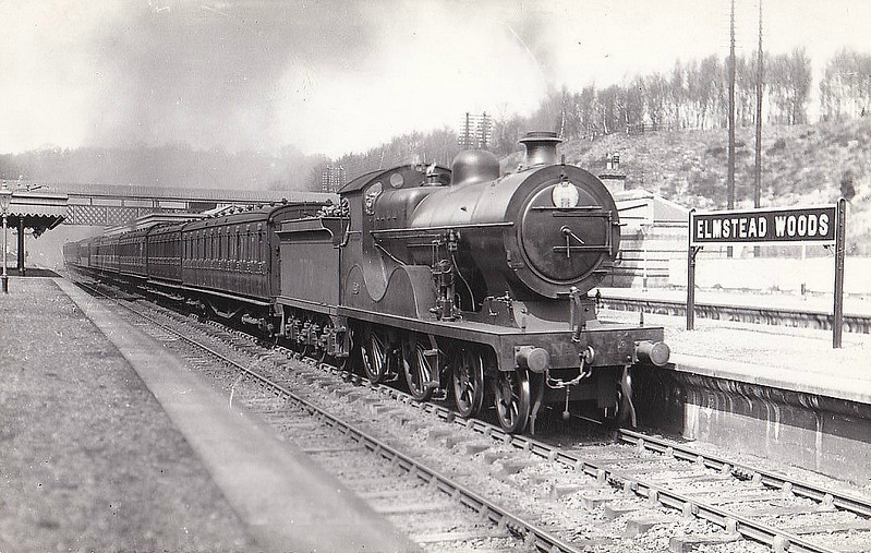 779 - Wainwright SECR Class L 4-4-0 - built 07/14 by Borsig Engine Co. - 1931 to SR No.1779, 08/49 to BR No.31779 - 07/59 withdrawn from 70A Nine Elms - seen here at Elmstead Woods.