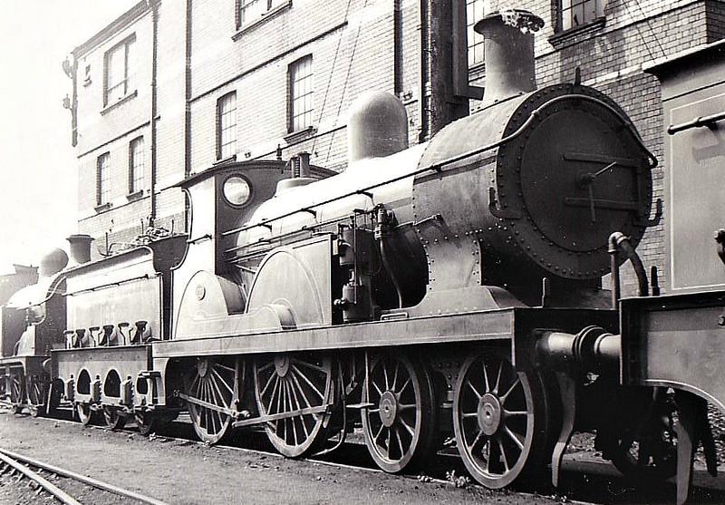 195 - Stirling SER Class F 4-4-0 - built 03/1897 by Ashford Works - 1904 rebuilt as Class F1 - 1931 to SR No.1195 - 11/27 withdrawn.