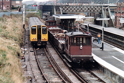 WIRRAL RAILWAY - BIRKENHEAD NORTH - Class 508 014 sits in the bay platform awaiting it's next turn of duty, October 1983, probably on crew training duties as the class had not yet entered general service.