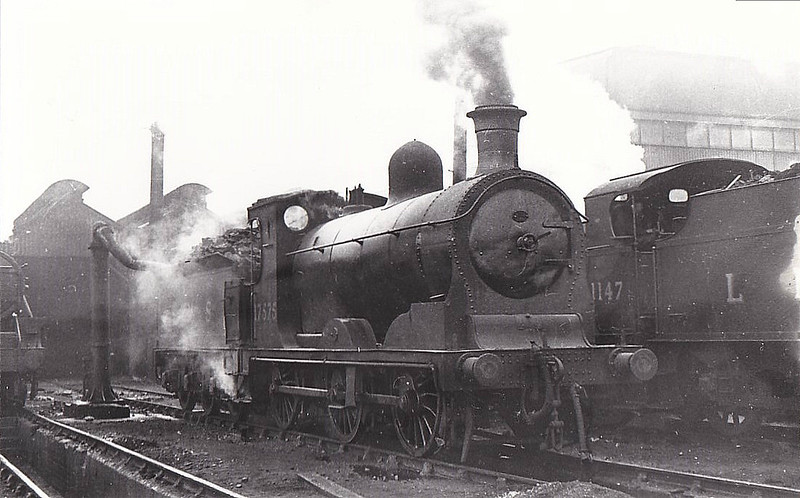 CR - 17575 - McIntosh CR Class 812 3F 0-6-0 - built 12/1899 by Neilson & Co. as CR No.837 - 1923 to 17575, 01/48 to BR No.57575 - 10/59 withdrawn from 60A Inverness - seen here at Perth, 10/47.