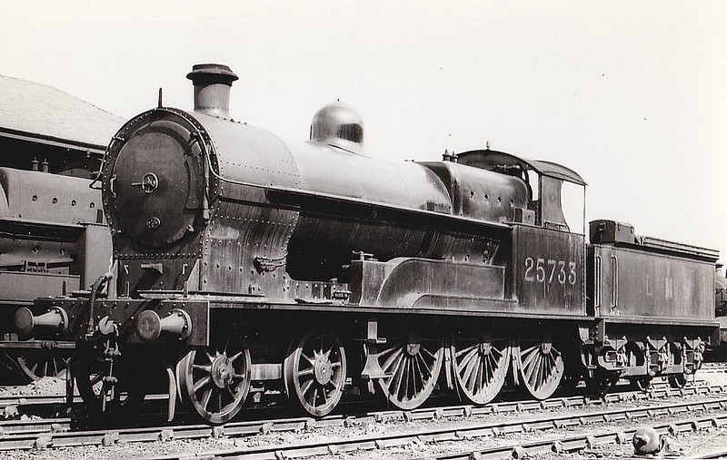 LNWR - 25733 - Bowen-Cooke LNWR Prince of Wales Class 4-6-0 - built 08/19 by Crewe Works as LNWR No.686 - 03/27 to LMS No.5733, 11/34 to LMS No.25733 - 08/35 withdrawn - seen here at Crewe in 1934.