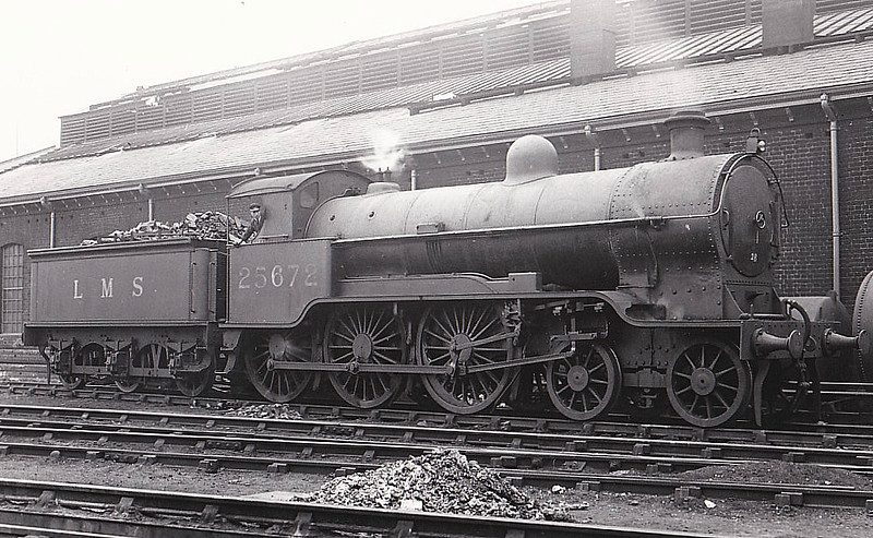 LNWR - 25672 - Bowen-Cooke LNWR Prince of Wales Class 4-6-0 - built 01/16 by North British Loco Co. as LNWR No.867 CONDOR - 10/26 to LMS No.5672, 04/34 to LMS No.25672 - 12/36 withdrawn - seen here with outside valve gear.