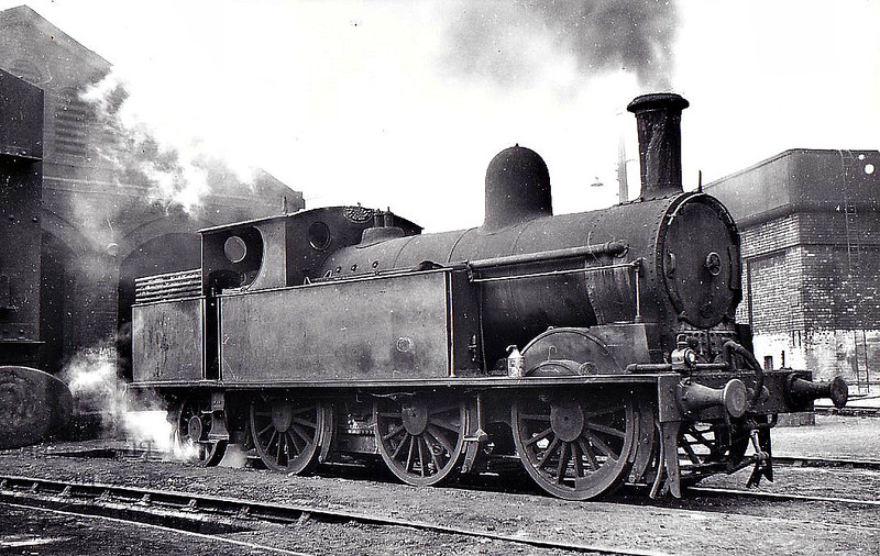 LNWR - 6922 - Webb LNWR Watford Tank 0-6-2T - built 02/03 by Crewe Works as LNWR No. - 1923 to LMS No.6922 - 01/48 withdrawn from 3E Monument Lane, where see 10/49.