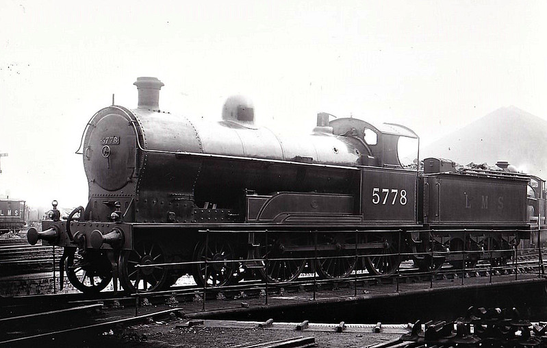 LNWR - 5778 - Bowen-Cooke LNWR Prince of Wales Class 4-6-0 - built 10/21 by Beardmore & Co. as LNWR No.249 - 05/27 to LMS No.5778 - 09/34 withdrawn - seen here at Camden.
