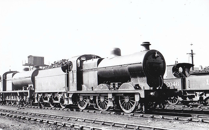 LMS - 4472 - Fowler LMS Class 4F 0-6-0 - built 06/28 by St Rollox Works - 06/48 to BR No.44472 - 05/63 withdrawn from 16A Nottingham - seen here at Wakefield, 06/37.