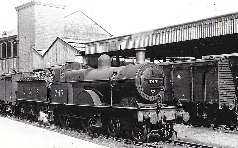 MR - 747 - Johnson MR Class 2781 3P 4-4-0 - built 02/04 by Derby Works as MR No.837 - 1907 to MR No.747, 03/49 to BR No.40747 - 06/51 withdrawn from 20A Leeds Holbeck - seen here at Nottingham, 07/47.