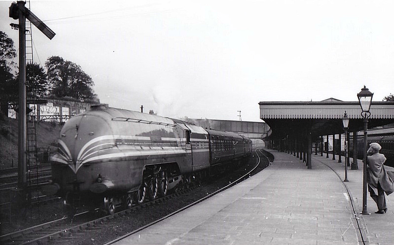 LMS - 6222 QUEEN MARY - Stanier LMS Coronation Class 4-6-2 - built 06/37 by Crewe Works - 09/48 to BR No.46222 - 10/63 withdrawn. from 27A Polmadie - seen here at Lancaster.