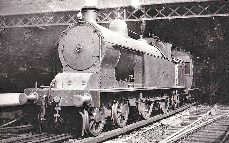 LNWR - 6782 - Whale LNWR Precursor Class 4-4-2T - built 05/06 by Crewe Works as LNWR No.784 - 05/27 to LMS No.6782 - 06/38 withdrawn - seen here at Euston.