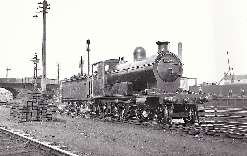 HR - 14392 LOCH NAVER - Jones HR Loch Class 2P 4-4-0 - built 09/1896 by Dubs & Co. as HR No.132 - 1923 to LMS No.14392 - 08/47 withdrawn from Inverness MPD - seen here at Perth in 1930.