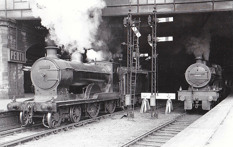 CR - 14498 - Pickersgill CR Class 72 3P 4-4-0 - built 11/22 by North British Loco Co. as CR No.67 - 1924 to LMS No.14498, 06/49 to BR No.54498 - 05/60 withdrawn from 66D Greenock Ladyburn - seen here at Perth, 09/33.