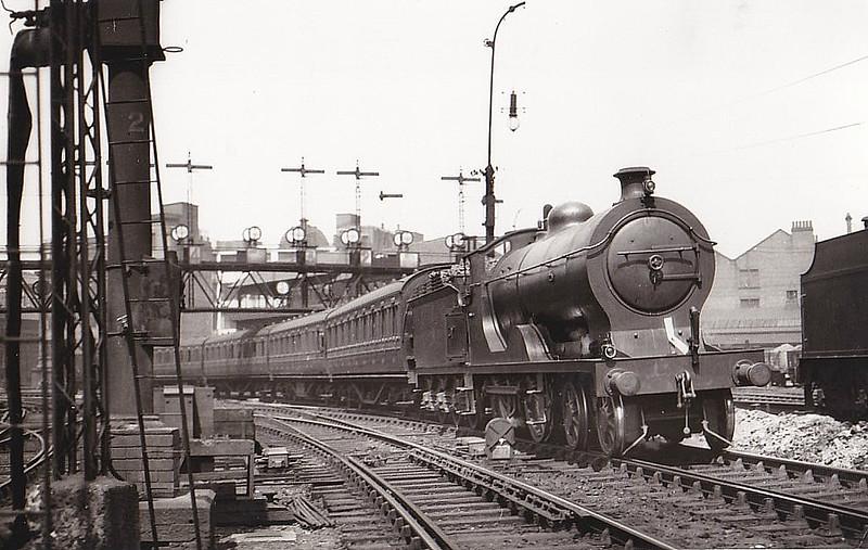 GSWR - 14520 - Drummond GSWR Class 137 4-6-0 - built 08/15 by Kilmarnock Works as GSWR No.151 - 1919 to GSWR No.329, 1923 to LMS No.14520 - 11/35 withdrawn - seen here at Glasgow St Enoch, 07/32.
