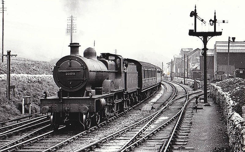 MR - 1008 - Johnson MR Class 4P Compound 4-4-0 - built 12/19 by Derby Works - 12/48 to BR No.41009 - 11/51 withdrawn from 15D Bedford - seen here at Great Rocks, 09/38.