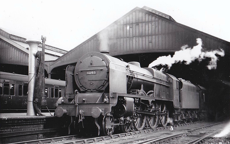LMS - 6149 THE MIDDLESEX REGIMENT - Fowler LMS Royal Scot 4-6-0 - built 12/27 by North British Loco Co. - 04/48 to BR No.46149 - 09/63 withdrawn from 9A Longsight - seen here at Rugby.