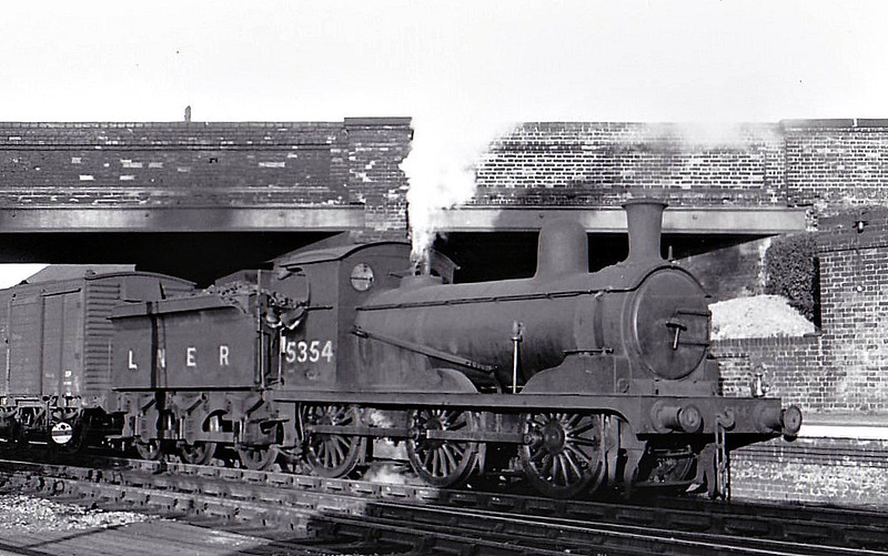Class J15 - 5354 - Holden GER Class Y14 0-6-0 - built 10/1887 by Stratford Works as GER No.527 - 1924 to LNER No.7527, 06/46 to LNER No.5354 - BR No.65354 not applied - 02/51 withdrawn from 30A Stratford - seen here at Marks Tey, 06/49.