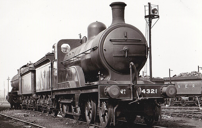 Class D 2 - 4321 - Ivatt GNR Class D2 4-4-0 - built 06/1898 by Doncaster Works as GNR No.1321 - 04/25 to LNER No.4321, 10/46 to LNER No.2152 - BR No.62152 not applied - 01/49 withdrawn from Yarmouth Beach MPD.