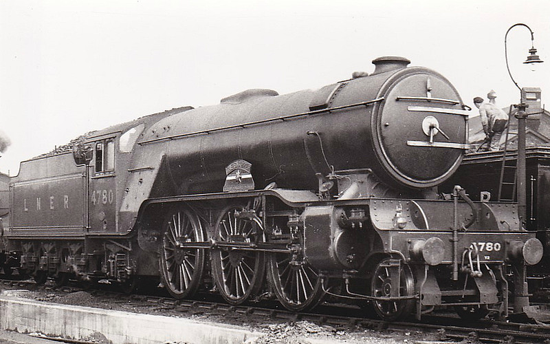 Class V2 - 4780 - Gresley LNER 2-6-2 - built 08/37 by Doncaster Works - 06/46 to LNER No.809, 06/48 to BR No.60809 - 07/64 withdrawn from 51A Darlington - seen here at York, 07/38.