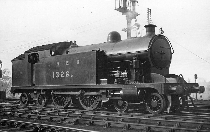 Class H1 - 1326 - Raven NER 4-4-4T - built 02/22 by Darlington Works - 03/35 rebuilt as Class A8 4-6-2T - 09/46 to LNER No.9892, 02/49 to BR No.69892  - 11/58 withdrawn from 51C West Hartlepool - seen here in original condition.