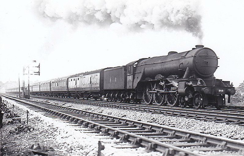 Class A3 - 98 SPION KOP - Gresley 4-6-2 - built 04/29 by Doncaster Works - 06/46 to LNER No.98, 11/48 to BR No.60098 - 10/63 withdrawn from 64A St Margarets.